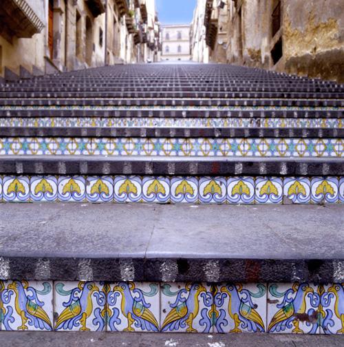 Sicilia memorie dal sottosuolo 17 for Benito arredo urbano
